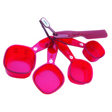 MEASURING CUPS WITH SPATULA